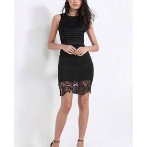 5/$30 🆕 Turlington Appliqué cocktail dress